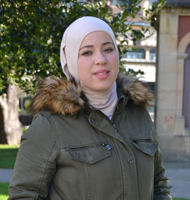 """Faouzia Ben Omar: """"Badaude ikastetxeak eskari nahikoa dutenak islama irakasteko, baina ez dago irakaslerik"""""""