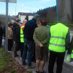 Autobus geltokiaren faltan Aldunditik irtenbiderik jaso ez dutenez protesta egin dute Bernan