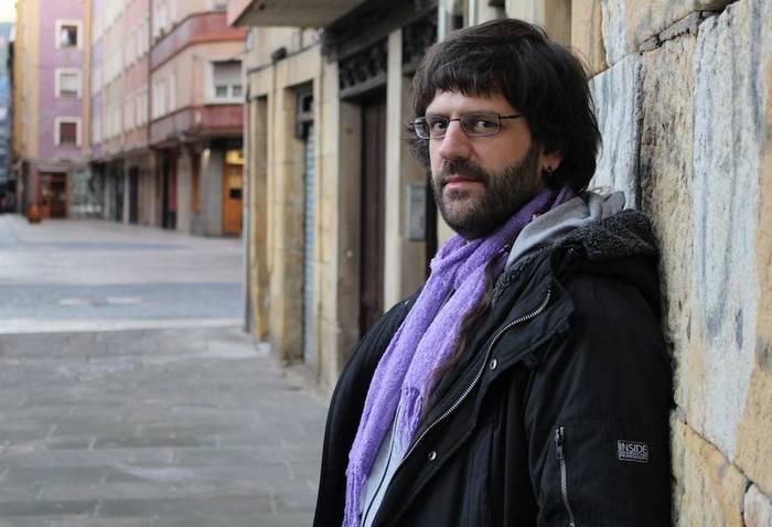 "Ion Andoni Del Amo: ""Hobe da Esne Beltzaren patxanga, kanpotik Pitbull ekarri baino"""
