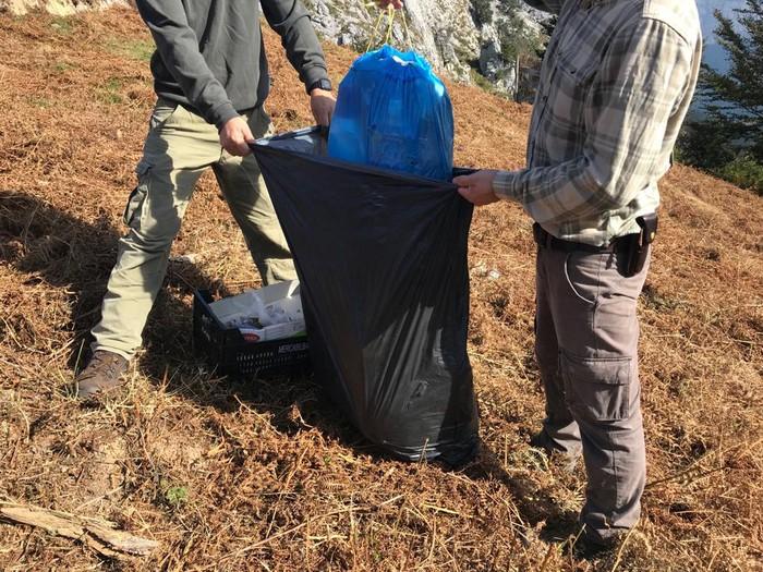 Zakarrez betetako zabor poltsak aurkitu dituzte Saibiko ehiza pasean
