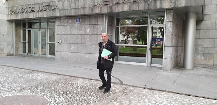 Ekologistak Martxan taldeak Verter Recycling enpresaren aurka kereila jarri du Zaldibarko lur-jausia dela eta