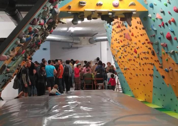 Ourdaybik lokal berria eta eskaladarako boulderra inauguratu zituen atzo