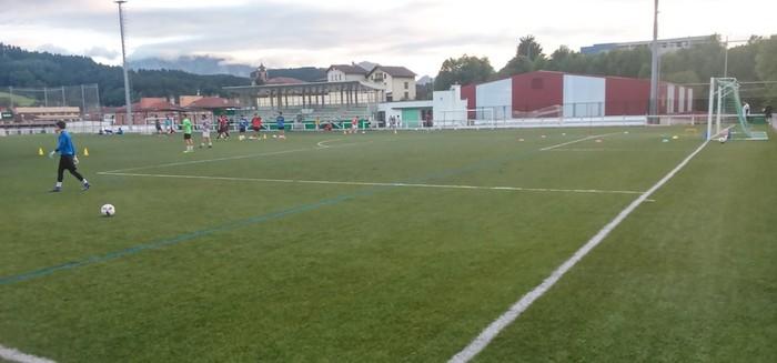 Zaldibarko kiroldegian eta futbol-zelaian hobekuntzak egin dituzte udan