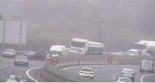 Autopistan Bilborako errei bat itxita egon da istripu baten ondorioz
