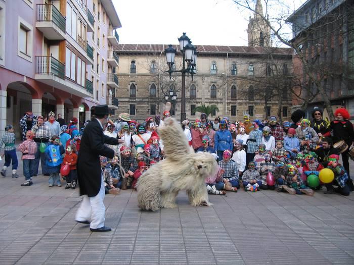 Kriskitin dantza taldea hasi da Durangoko karnabalen prestatze lanetan