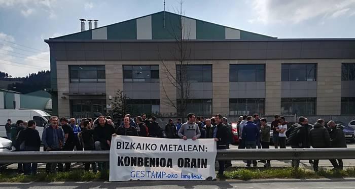 Estampaciones Bizkaiako langileek mobilizazioa egin dute Bizkaiko metalgintzako hitzarmenaren alde