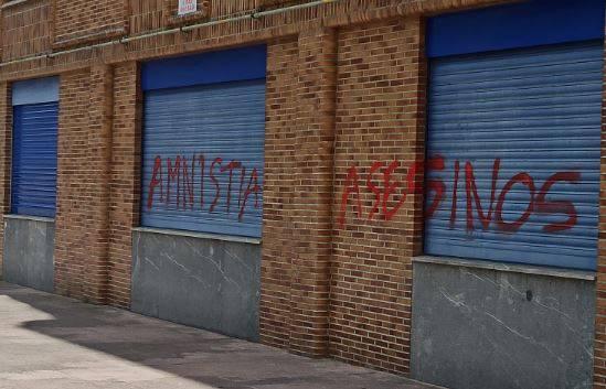 """Durangoko Udalak """"argi eta garbi"""" dio PSE-EEren egoitzaren aurkako pintaketak """"lekuz kanpo"""" daudela"""