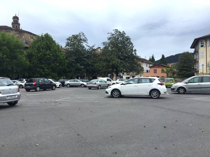 Astelehenaz geroztik, Elorrioko gune ezberdinak asfaltatzen dabiltza