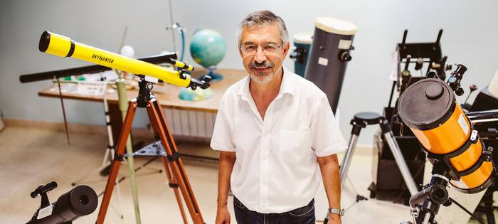 Astronomia zerbitzua berreskuratu dadin eskatzeko sinadura bilketa hasi dute