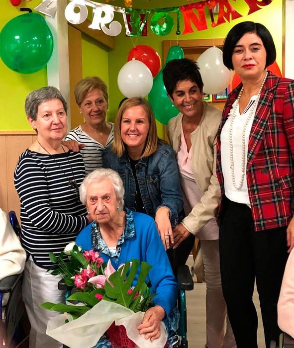 Maria Luisa Lizarralde durangarrak 100 urte bete ditu