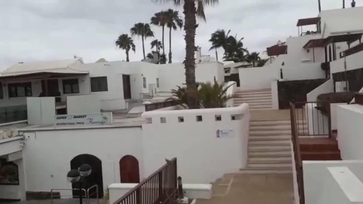 """""""Beste herrialdeetako turisten hegaldiek irten dute eta Euskal Herrikook ezin dugu irten Lanzarotetik"""""""