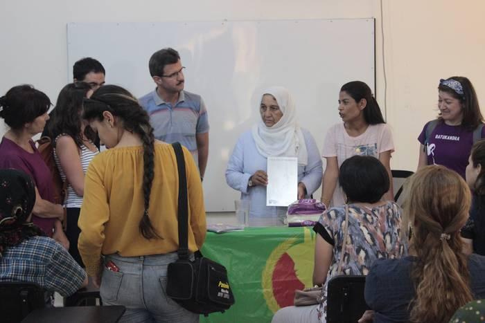 Kobaneko alkate ohiaren eta bertako mugimendu feministako bi kideren hilketa salatu du Suargik