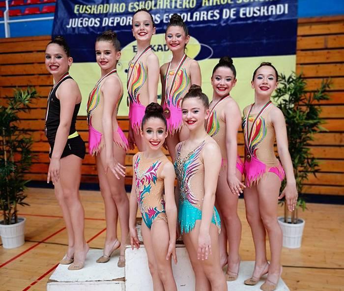 Olazarmendi klubeko gimnasta gazteak hirugarren geratu dira eskolarteko txapelketan