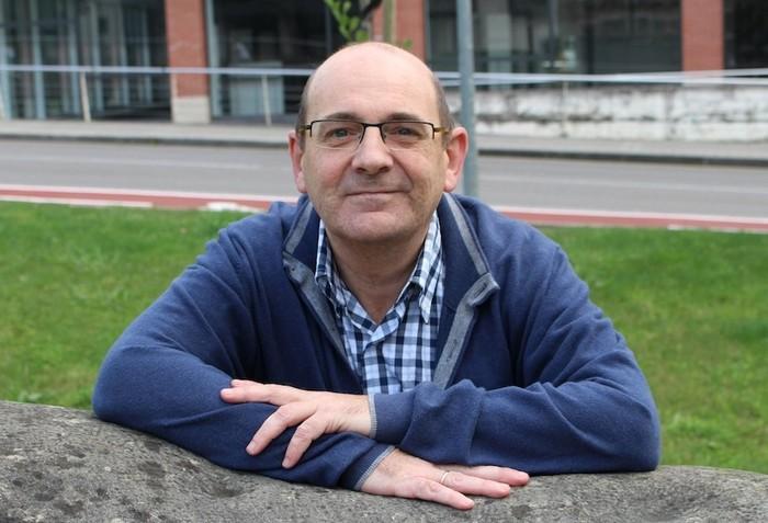 """Jon Arruabarrena: """"Batzuetan gurasoek eta seme-alabek elkarren estura elikatzen dute"""""""
