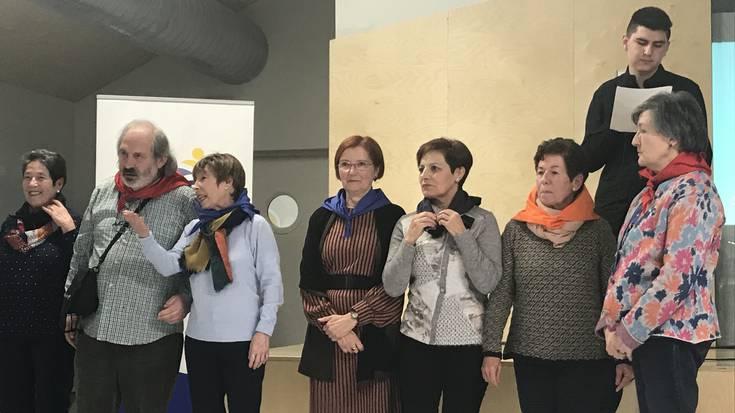 Kurutziaga Ikastolako langile ohiei omenaldi hunkigarria egin diete, 50. urteurrenean