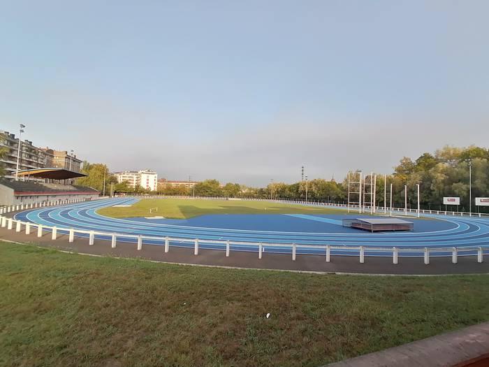 Durangoko atletismo pista berrituak astelehenean zabalduko ditu ateak
