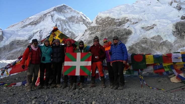 Durangaldetik Everesteko behe kanpalekura