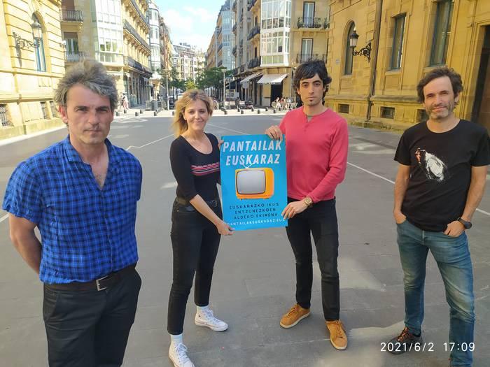 'Pantailak euskaraz' ekimena sortu dute