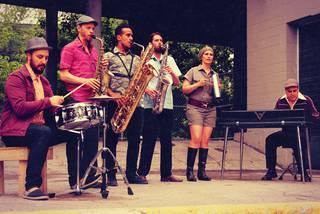 Krisi garaia iraultzeko soinu banda dakar The Souljazz Orchestra taldeak