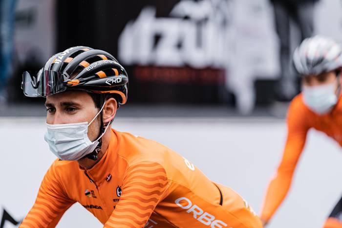 Mikel Bizkarrak lepauztaia apurtu du eroriko batean eta Euskal Herriko itzulia utzi beharko du