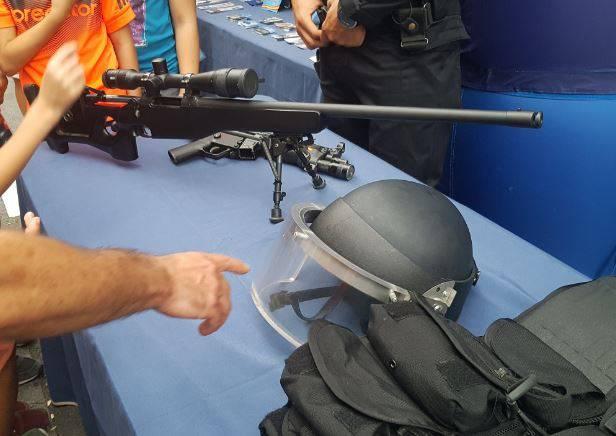 Polizia Nazionalak Durangon jarritako postuak eztabaida eragin du