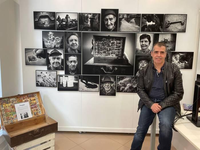 Patxi Granadok Elorrioko industrializazioari buruzko 'Bagaje' argazki erakusketa zabaldu du