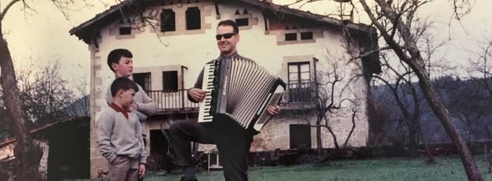 Eusebio Bilbao, akordeoiaren bidez musika eta euskal kultura herritarrengana hurbildu zituen Durangoko itsua