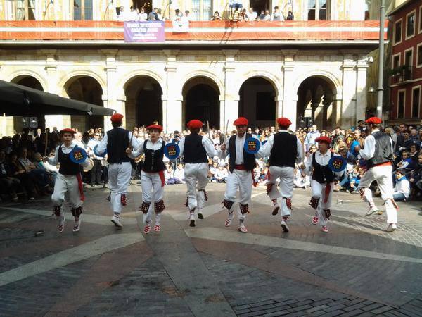 Neskek ere Dantzari-dantza egin dute lehenengoz, San Fausto egunean