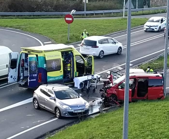 Auto ilarak Iurretan, N-634 errepidean gertatutako istripu baten ondorioz