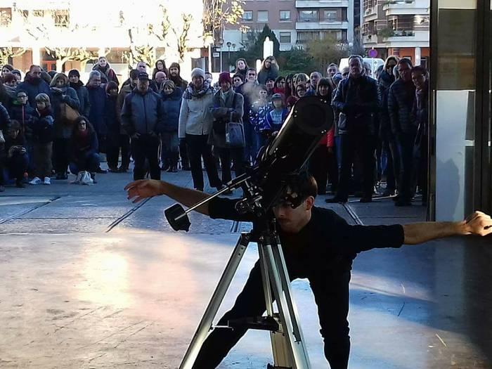 Martxel Rodriguez dantzariaren emanaldiagaz zabaldu ditu ateak Azokak