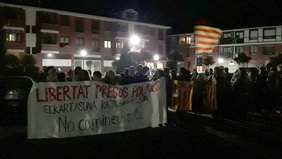 Kataluniari elkartasuna adierazteko elkarretaratzeak egin dituzte Durangaldean