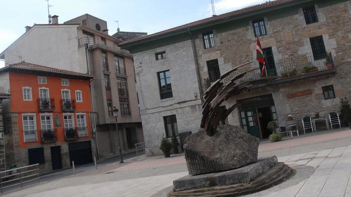 Mañariko Udalak 606.000 eurotan murriztu du zorra 2011tik hona