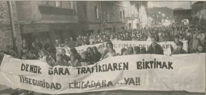 Manifestazioa Abadiñon, errepideko arriskuagatik