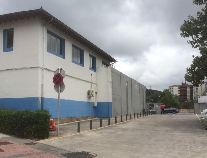 Zornotzan aparkalekuak gehitu dituzte Azpiri eraikina bota ondoren