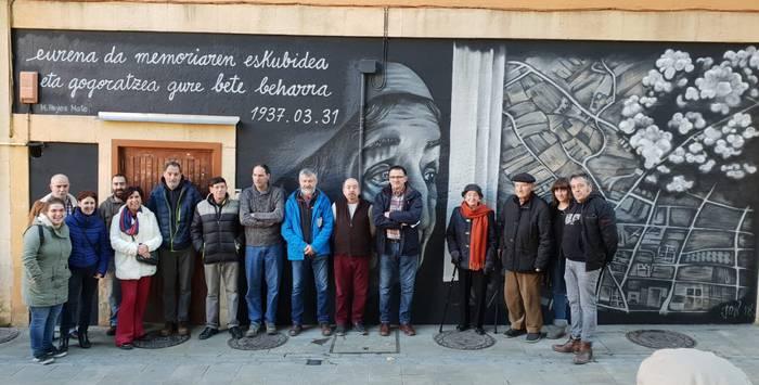 Elorrioko bonbardaketa gogoratzeko murala marraztu dute