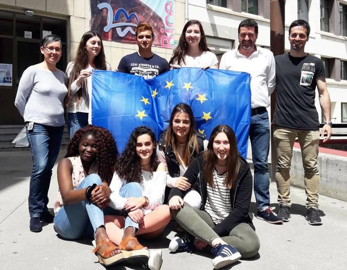 Euroscola lehiaketa irabazi du Maristak ikastetxeko talde batek