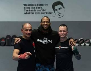 Nathan Jones MMA-ko borrokalaria Durangaldean izan da ikastaro bi ematen