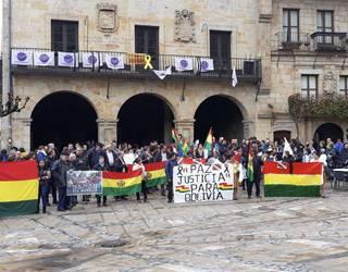Boliviako estatu kolpea salatzeko elkarretaratzea egin dute Elorrion