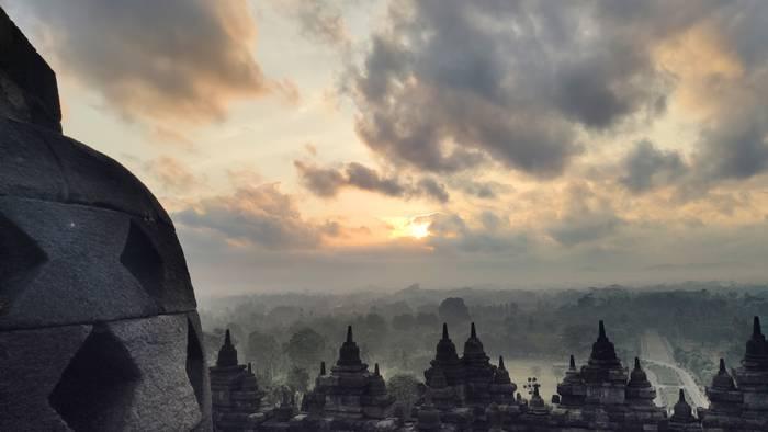 Egunsentia Borobudurretik