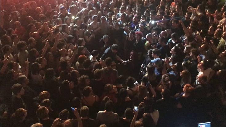 Gorka Urbizuk  publikoagaz batera abestu du 'Maravillas' Plateruenean