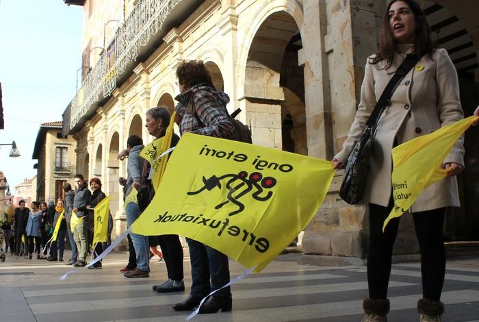 Gerrarako armak Euskal Herritik ere bidaltzen direla salatuko dute Durangon