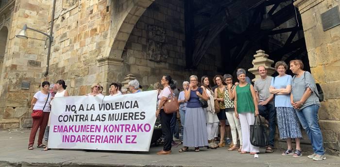 Irailaren 20rako deituta dagoen Larrialdi Feminista egunera batzera deitu dute Andereak eta Batukandra elkarteek
