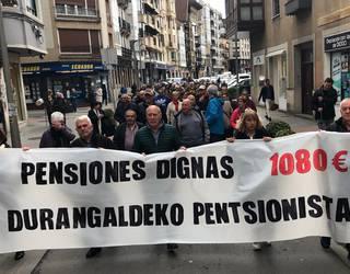Durango eta Iurretako pentsionistek indarrak batu dituzte manifestazio bategaz