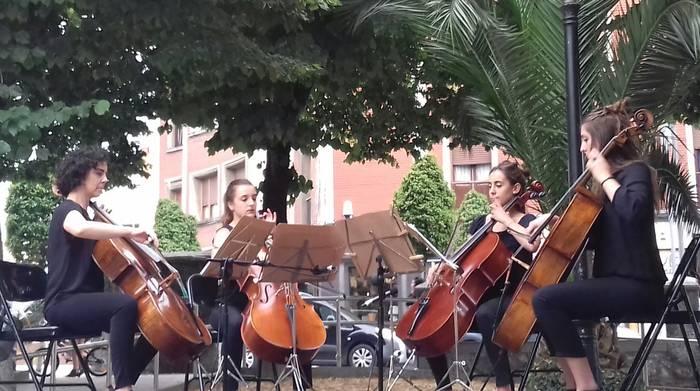 Gehi Zazpi taldeagaz inauguratu dute Durangoko Aurora Abasolo plaza