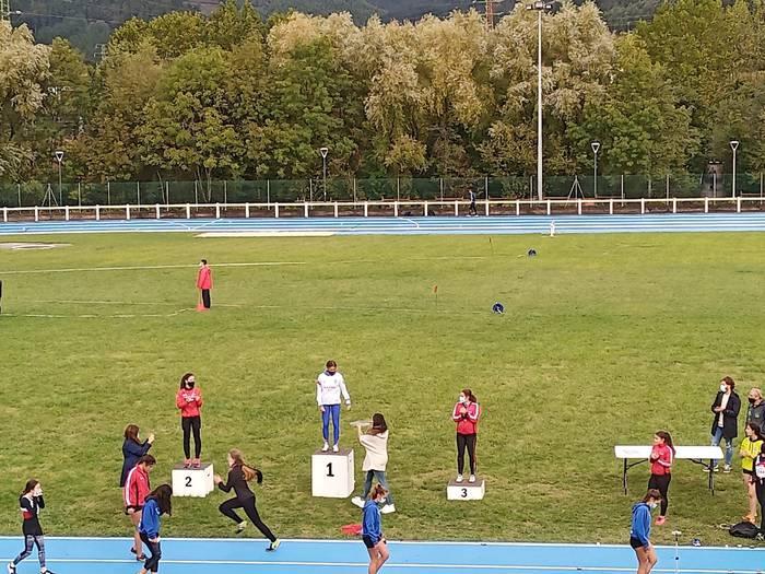 Kirol norgehiagokak bueltan dira Durangoko atletismo pistan
