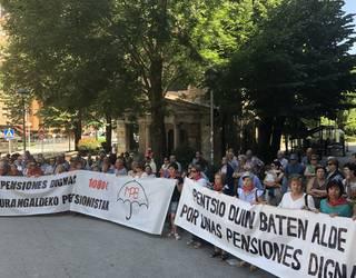 [BIDEOA] Pentsionisten manifestazioan politikariei neurriak eskatu dizkiete