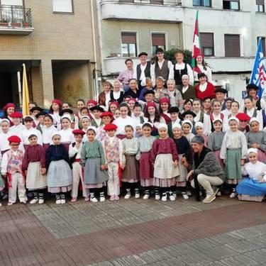 Virgen del Cisne eta Kriskitin dantza taldeak