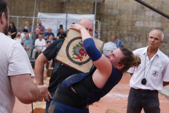 Harri jasotzen Euskadiko azpitxapeldun geratu da Karmele Gisasola mallabitarra