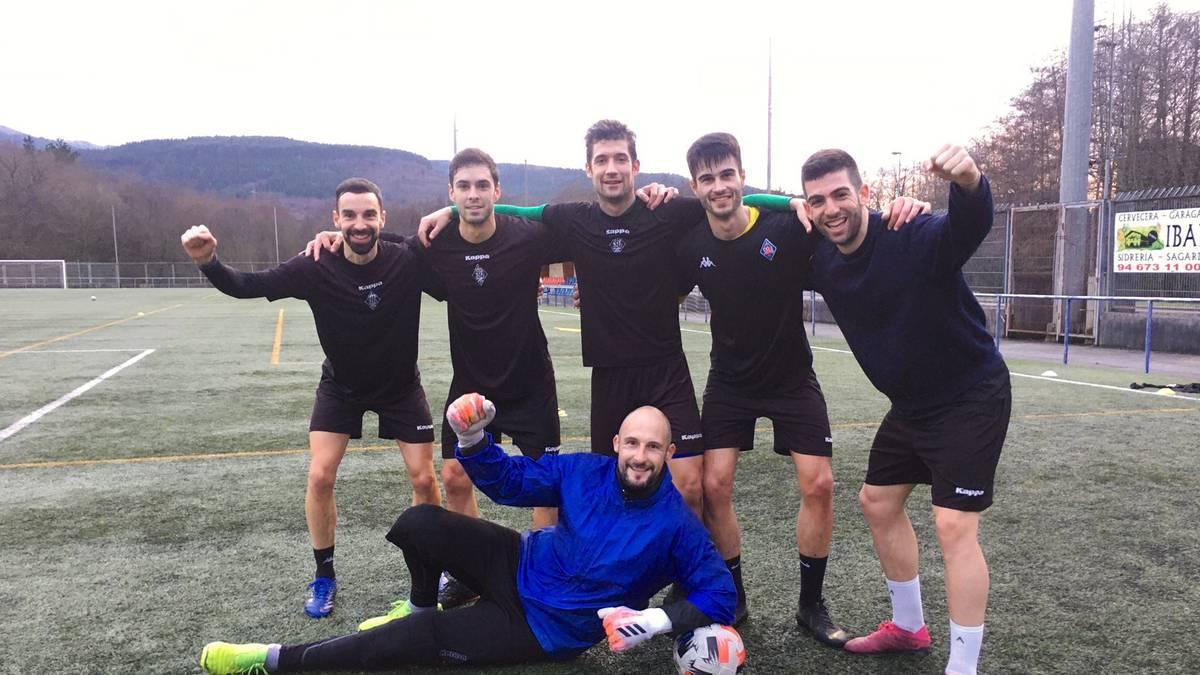 Bost gol sartuta, Iker Unzueta abadiñarrak geroago eta pisu handiagoa du Amorebietako hamaikakoan