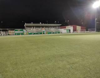 Zaldibarko Udalak LED argiak jarri ditu Solobarria futbol zelaian